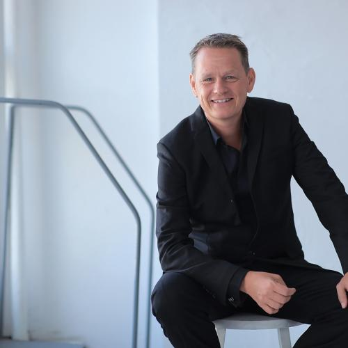 martin lindstrom Martin lindstrom  one of the world's leading branding experts   whether you're kicking off a major conference or rolling up your sleeves in an executive work.